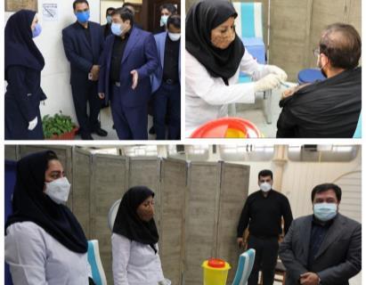 کارکنان شهرداری منطقه ۱۹ علیه کرونا واکسینه شدند