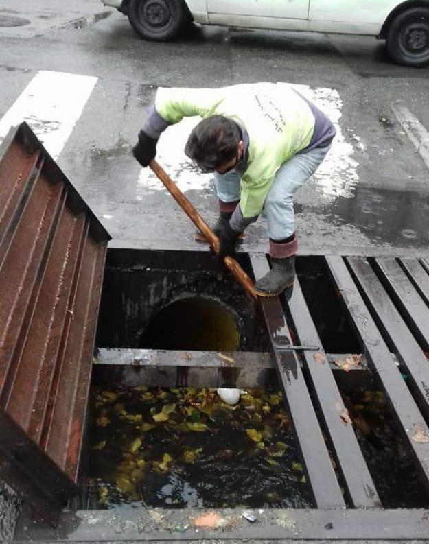 اجرای طرح ۴۰ روزه لایروبی و رسوب برداری انهار منطقه ۴ در آستانه بارش های پاییزی